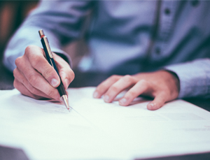 a professional is writing business letter writing tips