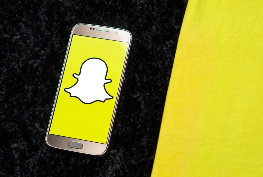 Snapchat as content marketing tool : snapchat ogo appearing in phone